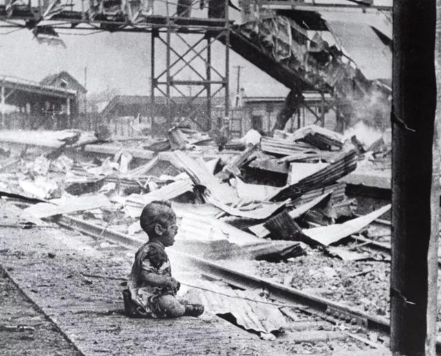 """讓世界人民心碎照片,日本人""""是擺拍"""",中國人""""歷史不容狡辯"""""""