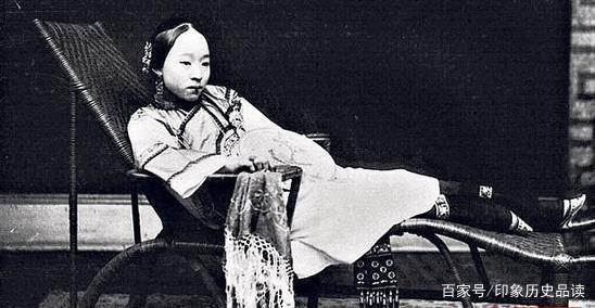 她16歲嫁大33歲狀元,外國情人無數,22歲守寡成一代名妓