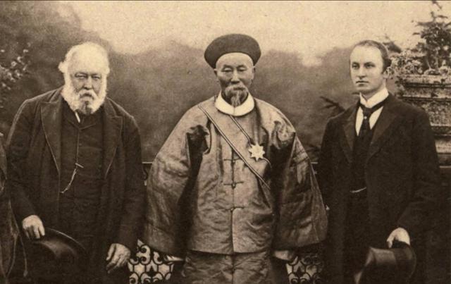 晚清時左宗棠平叛亂定新疆,卻讓李鴻章青云直上,左為何干不過李