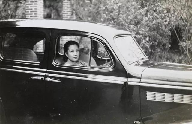 民國外交官鏡頭下風姿綽約的民國名媛,開小汽車、穿泳裝、玩攝影