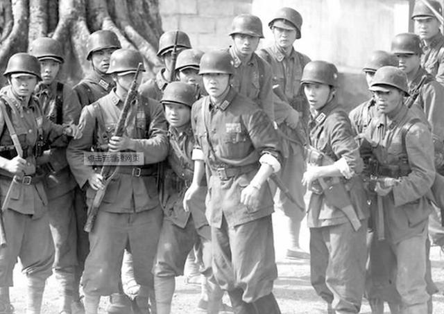 遠征軍第一次用沖鋒槍,史迪威落淚道:孩子,槍不是這么打的