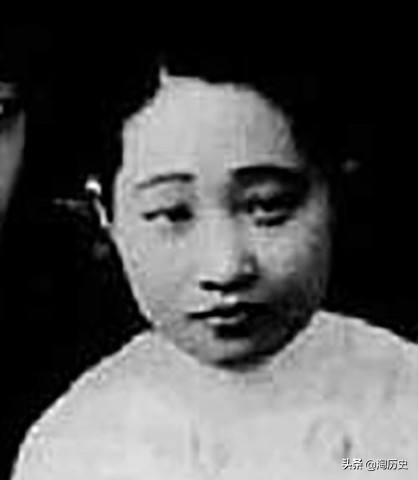 蔣介石大婚當天,因一舉動成當地笑話,氣得蔣母指著鼻子罵蔣介石