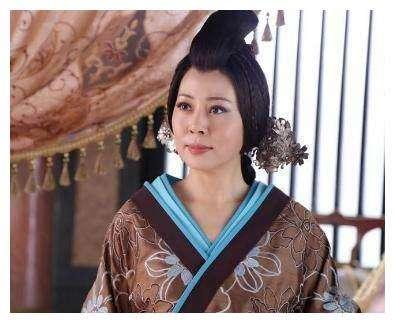 劉病已好不容易封個皇后,霍顯竟然派人將皇后毒死,好讓女兒補上